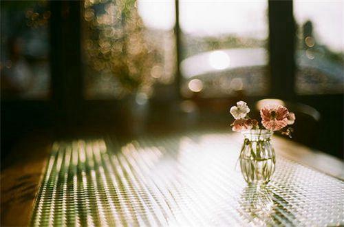 霸气超拽超有范的说说:爱可以跟很多人说,但只能跟你做