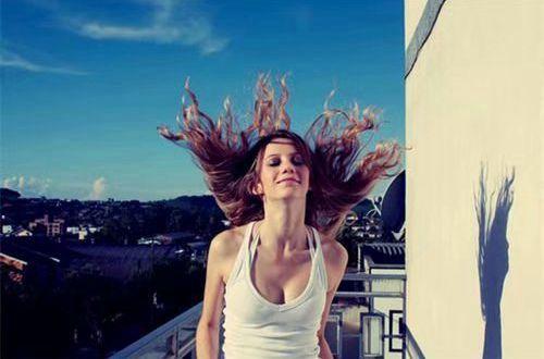 冷幽默的搞笑说说:女人的思路比男人更清晰:因为她们更常改变
