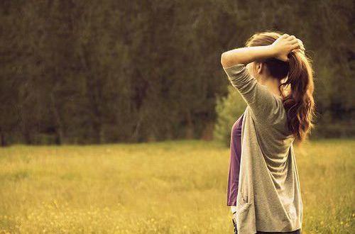 冶愈心灵的经典说说:看淡了,谁的心中都有一片花海