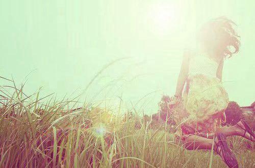 励志的句子说说心情:天再高又怕什么,踮起脚尖就更能接近阳光