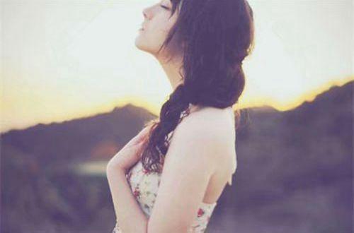 写尽心酸的伤感说说:蓝天都开始变得浑浊,眼泪怎么会清澈