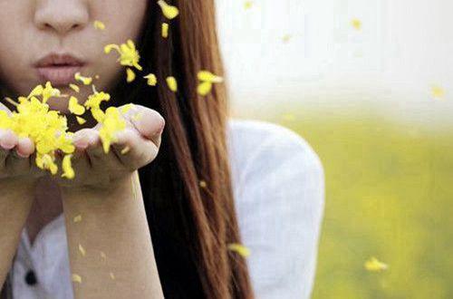 励志正能量短句说说:一个能思想的人,才是一个力量无边的人。