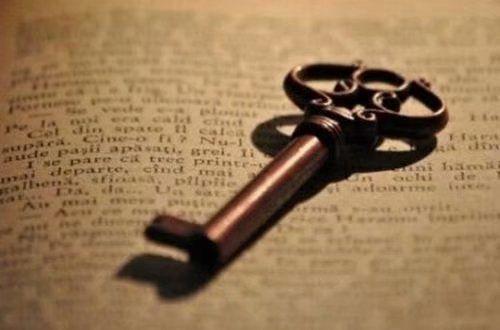 写说说的句子 愿你被这个世界以温柔相待.