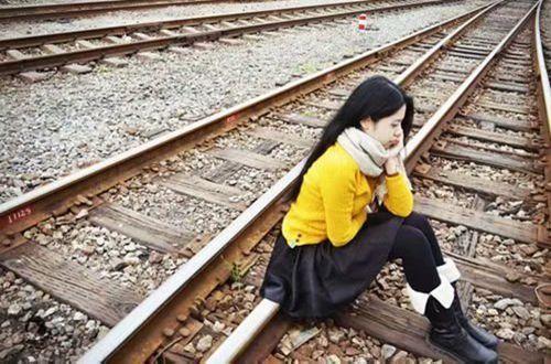 分手后心碎的心情说说:一段爱情,分离了就散了!